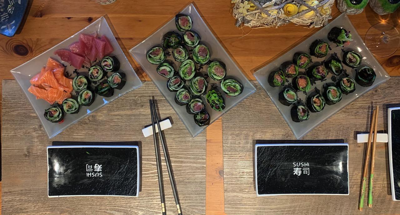 Variatie met zalm, tonijn, en andere groenten